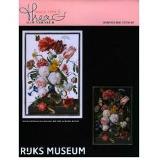 Набор для вышивания Цветы в стеклянной вазе, канва Aida (черная) 18 ct
