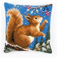 Набор для вышивания подушки Белочка зимой
