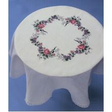 Набор для вышивания скатерти Розы и фиалки