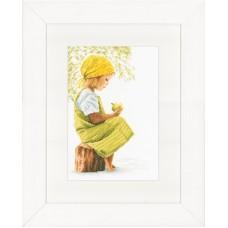 Набор для вышивания GIRL WITH APPLE  LANARTE (арт.35166А)