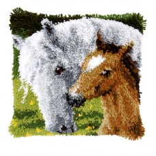Подушка Лошадь и жеребенок, набор ковровой техники